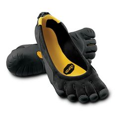"Vibram five fingers classic ""barefoot shoes."" I am a huge fan. Toe Shoes, Shoe Boots, Shoes Sandals, Shoes Sneakers, Dress Shoes, Finger Shoes, Classic Men, Classic Fashion, White Fashion"