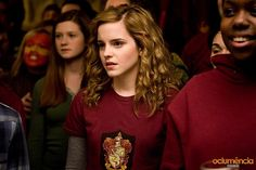 Image from http://images5.fanpop.com/image/photos/32000000/ginny-and-hermione-hp-6-ginevra-ginny-weasley-32063693-800-533.jpg.
