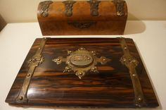 Online veilinghuis Catawiki: Burl walnut, brass mounted dressing, vanity box and coromandel brass mounted letter folder with cameo - English - 19th century