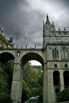 Las Lajas Cathedral was built in 1916 inside the canyon of the Guaitara river where, according to local legend, the Virgin Mary appeared.    You can find it in southern Colombian Department of Nariño, municipality of Ipiales, near the border with Ecuador.  (Bamboo leaf for julkastro via www.boredpanda.com)