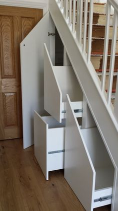Genius Under Stairs Storage Ideas For Minimalist Home 36 - Home Design Ideas 2020 Space Under Stairs, Under Stairs Cupboard, Under Stairs Drawers, Closet Drawers, Door Under Stairs, Stair Drawers, Diy Drawers, Closet Doors, Staircase Storage