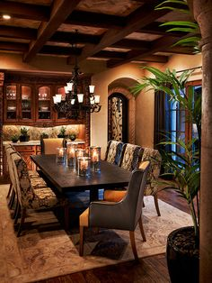 Tuscan design – Mediterranean Home Decor Tuscan House, Rustic Dining Room Table, Dining Room Design, Tuscan Dining Rooms, Tuscan Decorating, Dining Design, Elegant Dining Room, Dining Room Table, Rustic Dining Room