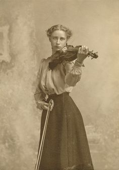 Lady and her violin..........circa 1907.