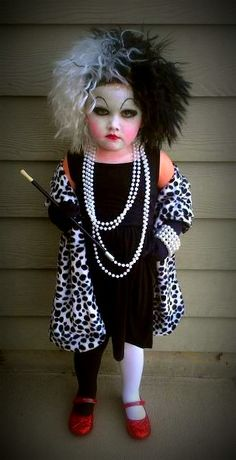 Funny pictures about Little Cruella de Vil. Oh, and cool pics about Little Cruella de Vil. Also, Little Cruella de Vil photos. Diy Halloween Costumes For Kids, Fete Halloween, Halloween Costume Contest, Cute Costumes, Happy Halloween, Devil Halloween, Halloween Makeup, Homemade Halloween, Halloween Customs