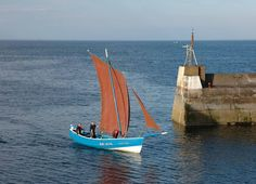 Golden Gleam was built in 1948 by Ralph Dawson of Seahouses, Northumberland, for a fisherman called Main Downey who lived in Boulmer. The boat was a Northumbrian coble, 29 feet long, powered by a (secondhand?) BMC car engine, adapted for marine use.