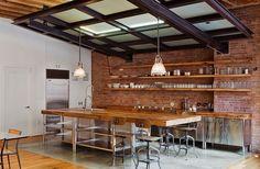 Exposed brick backsplash in industrial kitchen Loft Kitchen, Eclectic Kitchen, Kitchen Tops, Kitchen Decor, Open Kitchen, Kitchen Ideas, Kitchen Brick, Warehouse Kitchen, Kitchen Cabinets