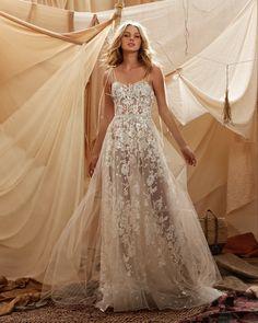 Dance Dresses, Bridal Dresses, Wedding Gowns, Lace Wedding, Dream Wedding, Modern Wedding Inspiration, Wedding Photography Inspiration, Wedding Ideas, Beautiful Bride