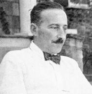 Stefan Zweig (Viena, 1881 - Petrópolis, Brasil, 1942) fue un escritor enormemente popular, tanto en su faceta de ensayista y biógrafo como en la de novelista. Su capacidad narrativa, la pericia y la delicadeza en la descripción de los sentimientos y la elegancia de su estilo lo convierten en un narrador fascinante, capaz de seducirnos desde las primeras líneas.