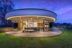Round modern villa design by 123 DV Architects Design Villa Moderne, Modern Villa Design, Modern Architecture Design, House Architecture, Conception Villa, Casa Patio, Dream House Exterior, Craftsman House Plans, Round House