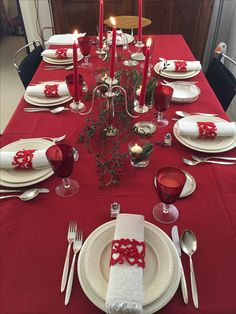 Copy these fantastic Christmas table ideas – christmas decorations Xmas Table Decorations, Indoor Christmas Decorations, Whimsical Christmas, Christmas Tablescapes, Decoration Table, Beautiful Christmas, Christmas Crafts, Holiday Decor, Merry Christmas