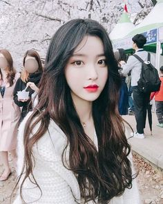She is super hot ulzzang because so beautiful even though she was criticized to look like other Korean girls - Photo Ulzzang Korean Girl, Cute Korean Girl, Cute Asian Girls, Korean Ootd, Uzzlang Girl, Korean Beauty, Asian Beauty, Beautiful Asian Women, Pretty Asian