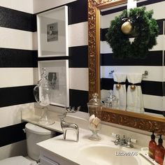 Even this bathroom is filled with holiday cheer.