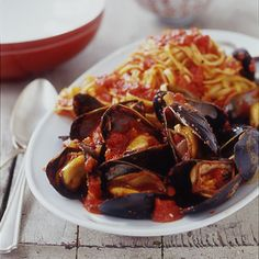 Monday's Leftovers: Mussels, Linguine & Red Pepper Sauce