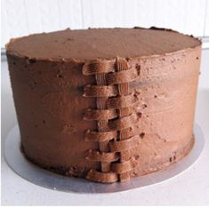how to basket weave icing on a cake Cake Decorating Techniques, Cake Decorating Tips, Pavlova, Basket Weave Cake, Cake Basket, Basket Weaving, Fondant Cakes, Cupcake Cakes, Piece Of Cakes