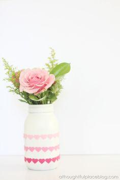 Easy Valentine Heart Mason Jar. Simple mason jar craft for Valentine's Day. Mason jar Valentine's Day vase with hearts. Painted mason jar for Valentines.
