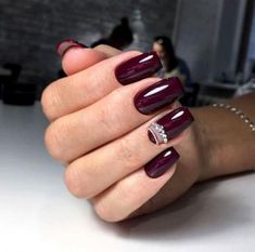 How to choose the shape of nails? - My Nails Red Gel Nails, Maroon Nails, Glitter Nails, Acrylic Nails, Fabulous Nails, Gorgeous Nails, Ongles Beiges, Wine Nails, Fall Manicure