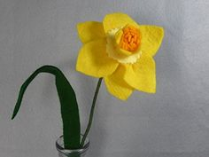 Yellow Daffodil Flower Made of Felt - Yellow Felt Flower on a Stem - Artificial Flowers - Fake Flowers - Felt Flowers - Fake Daffodils - Spring flower. This is a beautiful flower made of felt that lasts forever! It looks great in a vase by itself or as part of a bouquet. The stem is made of a floral wire, so it is stable but bendable. Price is for one flower. If you want another color, please check my shop. If you don't see the color you want there, please message me. I have many…