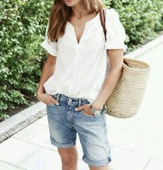 grunge look inspiratiom / boots + rips + top + black denim jacket Basic Outfits, Mode Outfits, Short Outfits, Casual Outfits, Fashion Outfits, Grunge Outfits, Casual Shorts, Looks Style, Style Me