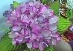 Multiflores - galeria de fotos - M U L T I F L O R E S Plants, Jewelry, Wine Decanter, Flower Arrangements, Yule, Craft, Ideas, Fondant Flowers, Paper Flower Templates