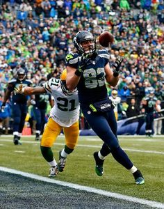 Green Bay Packers vs. Seattle Seahawks - Luke Willson #82 of the Seattle Seahawks catches a two point conversion in front of Ha Ha Clinton-Dix #21 of the Green Bay Packers during the fourth quarter of the 2015 NFC Championship game at CenturyLink Field on January 18, 2015 in Seattle, Washington. (Photo by Tom Pennington/Getty Images)