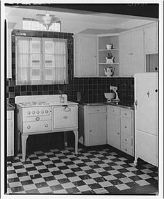 farm kitchen - photo from the Library of Congress 1930s Kitchen, Old Kitchen, Kitchen And Bath, Vintage Kitchen, Kitchen Dining, Kitchen Decor, Kitchen Ideas, Kitchen Furniture, 1920s House