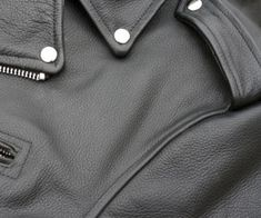 How to clean a leather coat / jacket at home. This article had great tips. - Dry cleaners can ruin a leather coat Chemical Free Cleaning, Dry Cleaning, Cleaning Hacks, Cleaning Solutions, Organizing Tips, Cleaning Supplies, Lava, Italian Leather Jackets, Leather Coats