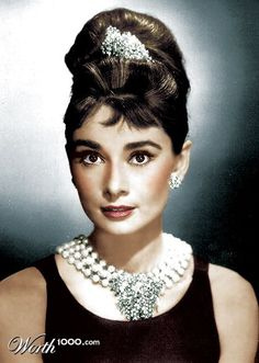 Audrey Hepburn as Holly Golightly in Breakfast at Tiffany's, Rocking a bouffant hairdo! Glamour Hollywoodien, Hollywood Glamour, Old Hollywood, Classic Hollywood, Glamour Makeup, Hollywood Style, Hollywood Actresses, Hollywood Makeup, Classic Actresses
