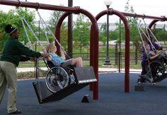 Voluntários construíram balanços para crianças em cadeiras de roda-People Built Swings For Children In Wheelchairs.