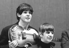 Find images and videos about the beatles, Paul McCartney and on We Heart It - the app to get lost in what you love. Beatles Band, Beatles Love, John Lennon Beatles, Beatles Photos, Great Bands, Cool Bands, Paul Mccartney Ringo Starr, Bug Boy, The Quarrymen