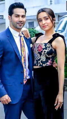 Bollywood Couples, Bollywood Celebrities, Varun Dhawan Photos, Alia Bhatt Photoshoot, Shraddha Kapoor Cute, Sraddha Kapoor, Friend Poses, Beautiful Bollywood Actress, Beautiful Couple