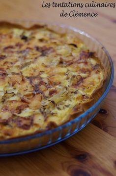 Voici une tarte terriblement gourmande ! A manger tiède pour que le fromage soit fondu. 1 pâte brisée 1 kg d'oignons 1/2 reblochon 225 g de crème fraîche épaisse 10 cl de lait 3 oeufs 1 cs de graines de cumin 5 cs d'huile d'olive sel, poivre Peler et...