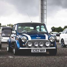 This Mini really cool 😎😎 – auto Mini Cooper Sport, Mini Cooper Classic, Classic Mini, Classic Cars, Mini Moris, Austin Mini, Mini Car, Cool Old Cars, Mini Copper