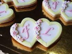 Risultati immagini per biscotti decorati con pasta di zucchero matrimonio
