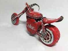 Fantastic Motorbike images are readily available on our site. Check it out and you wont be sorry you did. Beer Cap Art, Beer Caps, Plastic Bottle Crafts, Bottle Cap Crafts, Diy Bottle, Beer Bottle, Moto Bike, Motorcycle Bike, Aluminum Can Crafts