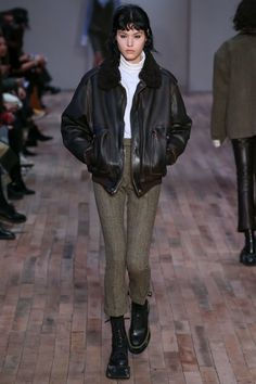 http://www.vogue.com/fashion-shows/fall-2017-ready-to-wear/r13/slideshow/collection