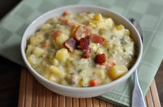 Minus the bacon - this looks awesome for a winter meal! Loaded Broccoli Cheese Bacon Soup