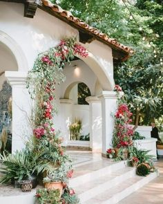 Spanish style homes – Mediterranean Home Decor Spanish Style Homes, Spanish House, Hacienda Style Homes, Spanish Garden, Spanish Hacienda Homes, Spanish Backyard, Spanish Tile Roof, Mexican Style Homes, Spanish Courtyard