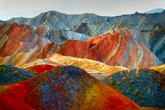 Patternbank stumbled upon a collection of staggering images of the Zhangye Danxia landscape in China. The Geological Park in Gansu is a unique example of p Rainbow Mountains China, Colorful Mountains, Beautiful Rocks, Beautiful World, Beautiful Places, Parc National, National Parks, Zhangye Danxia Landform, Photoshop