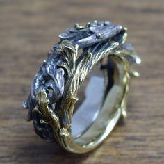 Anillo de gótica, delicada mano tallado, calado, plata 925, maciza, latón de ShamblesNagoya en Etsy https://www.etsy.com/es/listing/231995635/anillo-de-gotica-delicada-mano-tallado