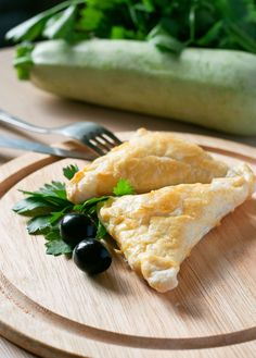 Latin American Recipe: Easy Spinach and Cheese Empanadas when I make this they will be gone in an instance...