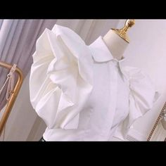 Pink Fashion, Womens Fashion, Stylish Blouse Design, African Print Fashion, Blouse Vintage, Minimal Fashion, Short Sleeve Blouse, Types Of Sleeves, Everyday Fashion