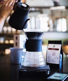 Using the Acaia Scales App to get the perfect brew profile check it out! Shop Scales @alternativebrewing Link in Bio Same Day Dispatch | by @arabicaazalea