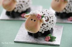 """Creme egg lambs Tutorial created by """"The Pink Whisk"""" - The Cake Directory - Tutorials and More"""
