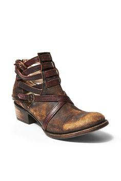 d0f672ce2a43 Look at the latest style I found on the Steve Madden app. Check it out