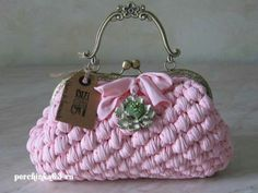 Bolso Crochet Coin Purse, Macrame Purse, Crochet Purses, Denim Bag, Pouch Pattern, Purse Patterns, Crochet Patterns, Cute Crochet, Crochet Yarn