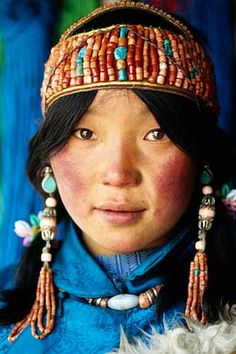Gorgeous coral headdress from Tibet   © Denis Belliveau