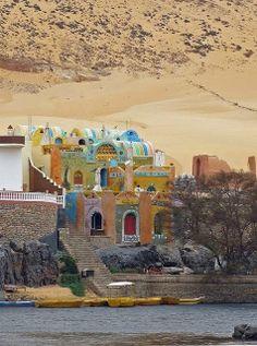 Nubian village on the banks of the Nile river, Egypt *** Aldeia núbia, na margem do rio Nilo, no Egito Places Around The World, Travel Around The World, Around The Worlds, Places To Travel, Places To See, Beautiful World, Beautiful Places, Paises Da Africa, Magic Places