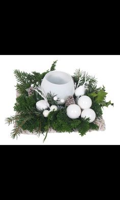Kerst Country Christmas, Christmas Art, Christmas Projects, Christmas Wreaths, Christmas Ornaments, Christmas Table Decorations, Centerpiece Decorations, Flower Decorations, Christmas Floral Arrangements