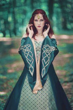 Custom Corsets, Elven Princess, Sewing Sleeves, Hoop Skirt, Knot Dress, Fantasy Dress, Fantasy Costumes, Medieval Fantasy, Gold Dress
