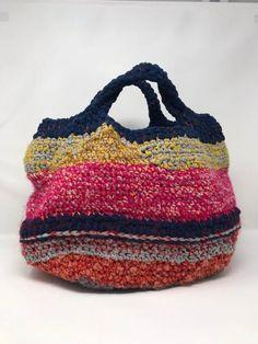Crochet basket made of cheer, cotton, wool and webbing. Fully lined. Crochet Handbags, Crochet Purses, Love Crochet, Knit Crochet, Plastic Bag Crafts, Vintage Jewelry Crafts, Crotchet Patterns, Art Bag, Boho Bags